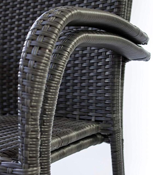 sedia impilabile salvaspazio elegante