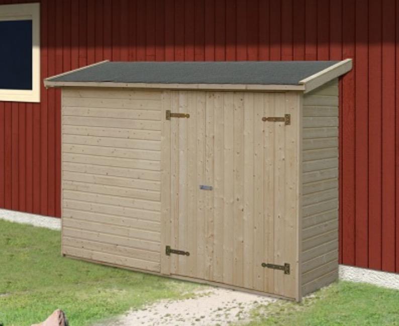 Box in legno addossato a muro - portattrezzi