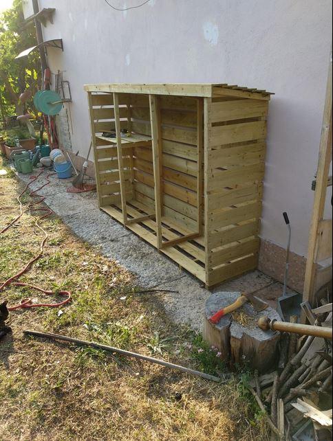 Legnaia in legno ordine giardino