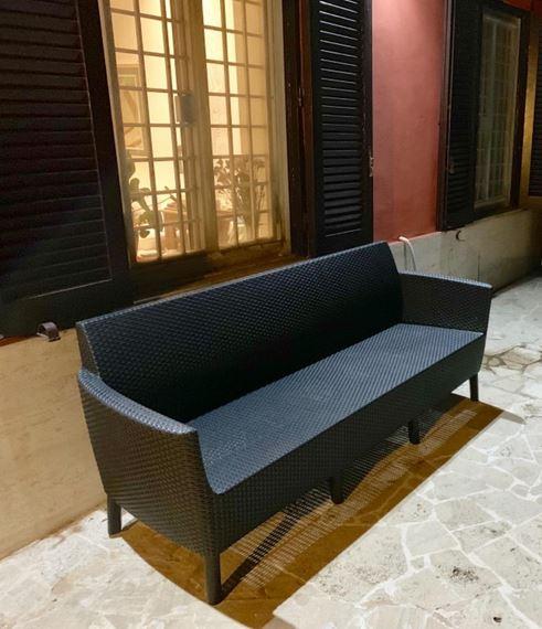 divano tre posti giardino elegante stile