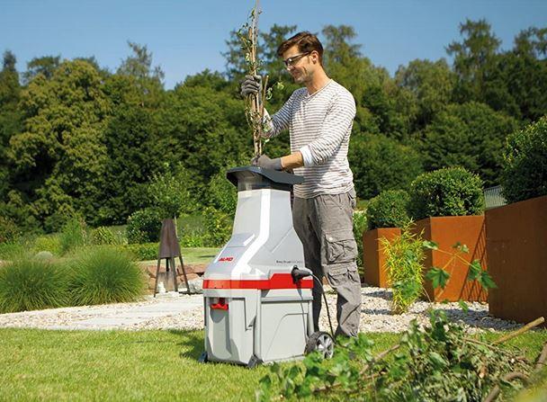 Biotrituratore elettrico con lame cesto di raccolta